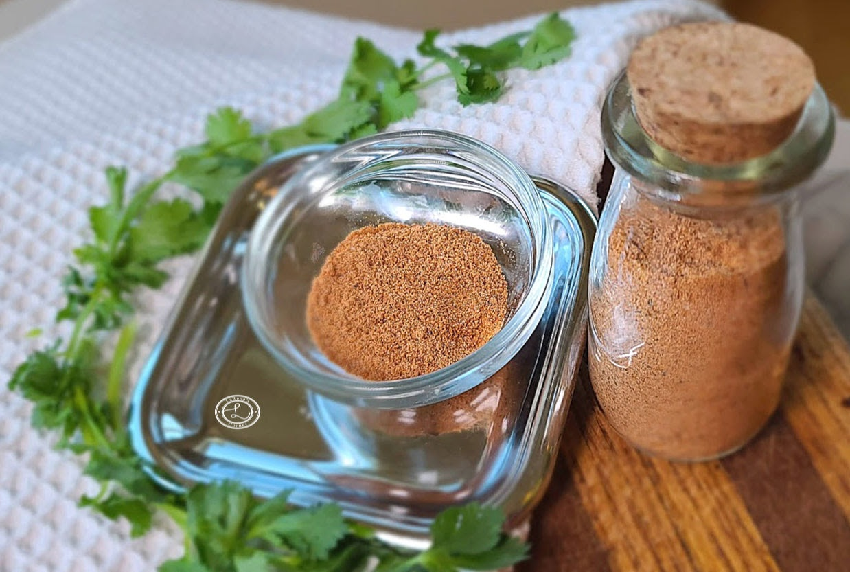 Seasonings in a small bowl and small jar.