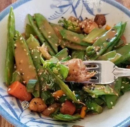 Chicken Stir-Fry w/sauce with black sesame oil and fresh ginger, with fresh vegetables of your choice with a lite sesame, garlic, ginger flavor. Top w/sauce