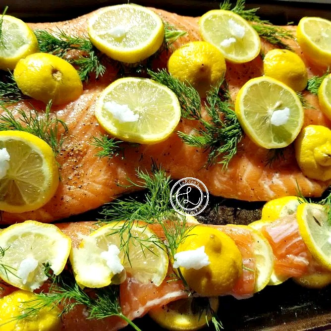 Salmon with dill, lemons and coconut oil