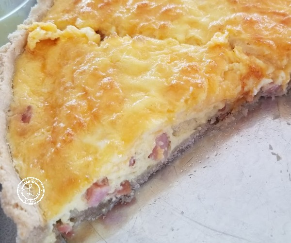 Quiche slice cut