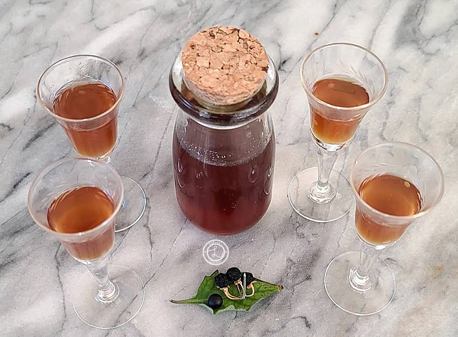 Four small glasses of liqueur